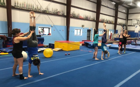 coris class handstands (1)